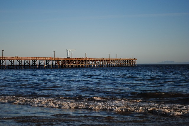 Goleta Pier, photo by AmaO, pixabay.com.