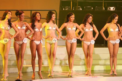 Swimsuits of Binibining Pilipinas 2008, by Paul Chin from Manila City, Philippines, courtesy Wikipedia Commons.