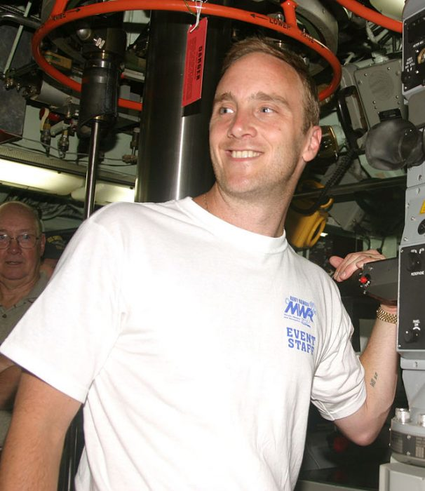 Jay Mohr, U.S. Navy photo by Journalist 3rd Class Corwin Colbert, courtesy Wikipedia Commons.