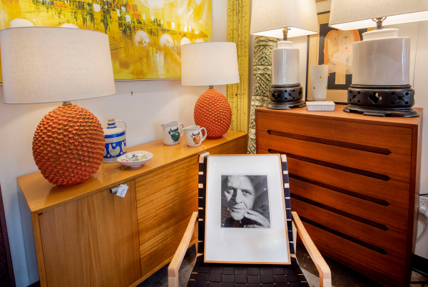 A Richard Schulman print of actor Anthony Hopkins, sits in the corner of sbmidmod. Photo by Erick Madrid for the Santa Barbara Independent.
